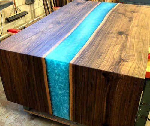 Cómo hacer una mesa efecto río con resina y madera